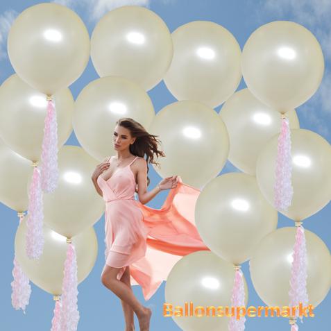 Große Luftballons in Creme zur Hochzeit